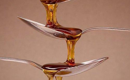 Cách trị mụn bọc đỏ 2 bên má bằng mật ong trị mụn